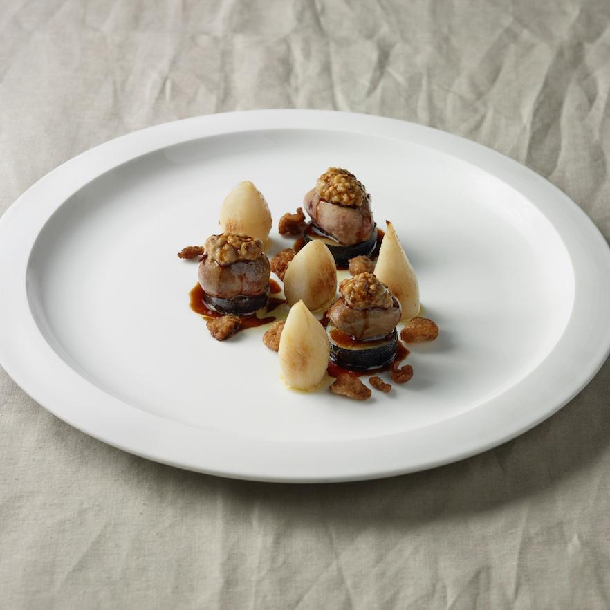 Sautierte Kalbsniere auf schwarzem Rettich, Teltower Rübchen und grobem Senf